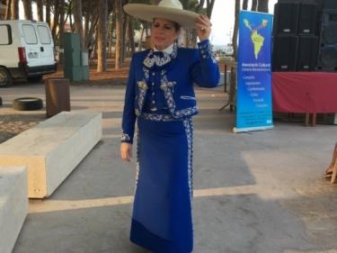 """Claudia Torres """"La voz de plata"""" i Mariachi Internacional de Barcelona.  Actes d'homenatge a la cultura mexicana. Pinar del perruquet. La Pineda, Vila-seca."""
